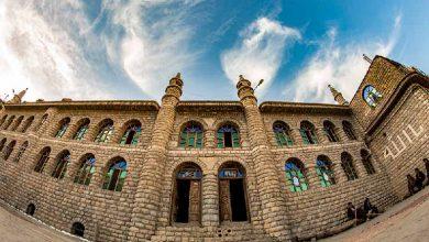 مسجد جامع اورامان تخت که با مصالح طبیعی و با مهارت معماران بومی با ساختاری خاص همان شهر بنا شده است