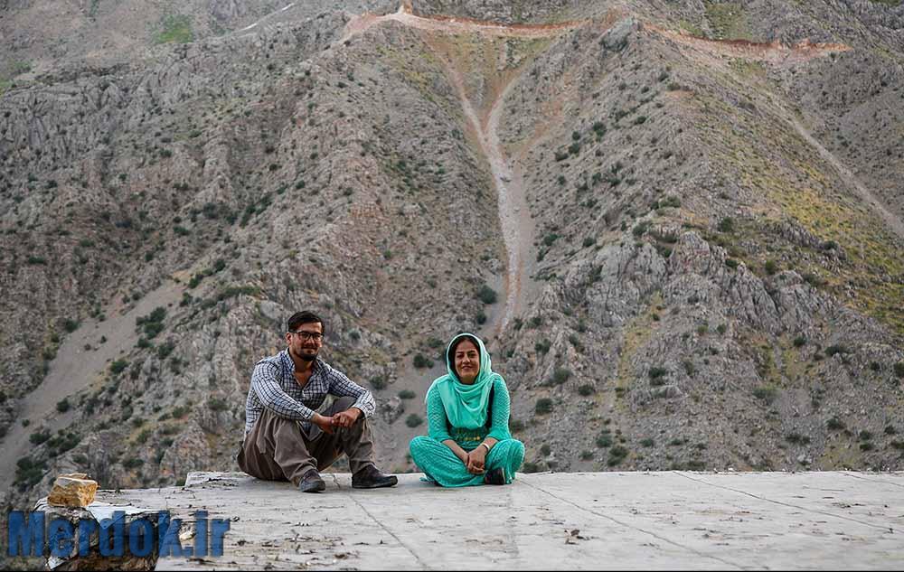 احمد و همسرش به علت نبود شغل در اورامانات به تهران مهاجرت کرده اند.