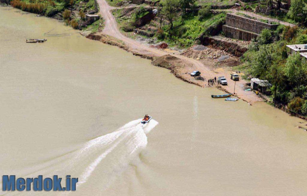 قایق سواری در دریاچه سد داریان در مجاورت روستای سلین