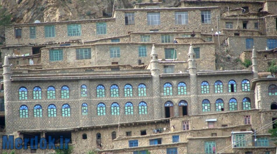 نمای بیرونی مسجد سنگی - اورامان تخت