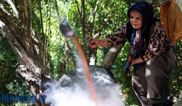 رب انار گیری در روستای ناو